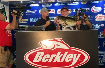 Walter Thomas Jr. tops over 1100 Anglers at the 11th Annual Berkley Big Bass on Fork with a 10.15 and takes home a new Skeeter ZX 200 - Yamaha 200 SHO - Lowrance - Power Pole - Minn-Kota
