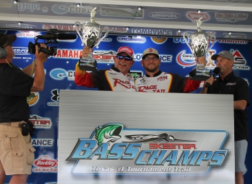 Championship on the Sabine River, Orange, Tx.  Father/Son team of Wendell Ramsey Sr. & Wendell Ramsey Jr. WIN BIG.  They win a new Skeeter FX 20 - Yamaha 250 SHO